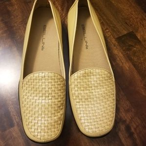 Cream Leathet loafers New without tag
